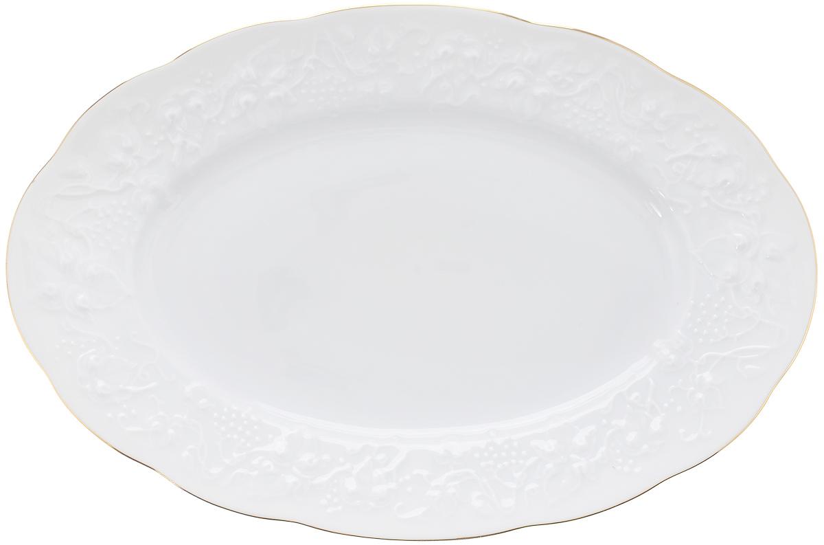 Блюдо овальное La Rose Des Sables Vendanges, цвет: белый, золотистый, 28 х 19 см6912281009Овальное блюдо La Rose Des Sables Vendanges, выполненное из высококачественного фарфора, декорировано рельефным изображением цветов. Блюдо сочетает в себе изысканный дизайн с максимальной функциональностью. Блюдо La Rose Des Sables Vendanges идеально подойдет для сервировки стола и станет отличным подарком к любому празднику.Не рекомендуется использовать в микроволновой мечи и мыть в посудомоечной машине.Размер блюда (по верхнему краю): 28 см х 19 см.Высота стенки: 3 см.