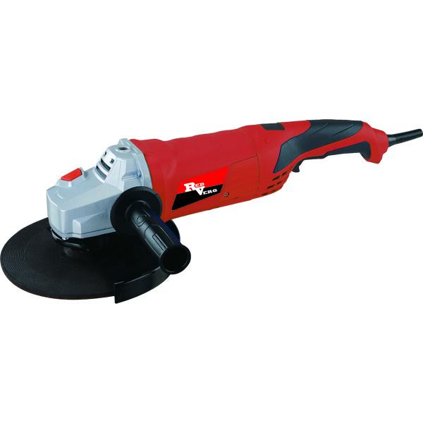 Машина шлифовальная RedVerg RD-AG230-230, угловаяRD-AG230-230Мощная МШУ с большим кругом предназначена для зачистки, резки и шлифования металлов, абразивных материалов без применения воды. Идеально подходит для небольших мастерских и производств, коммунальных служб, отделочников. Преимущества МШУ RD-AG230-230 RedVerg: Двойная изоляция электродвигателя снижает опасность получения травм от удара электрическим током. Прямая поворотная рукоятка управления. МШУ оборудована защитой оператора от случайного включения. Зажим фиксируется в любом удобном положении кулачковым зажимом. Высокую прочность и лучший отвод тепла от редуктора обеспечивает изготовленный из магниевого сплава корпус с большими вентиляционными отверстиями. Для снижения вибрации и лучшей фиксации в руках оператора корпус МШУ выполнен с резиновыми вставками.
