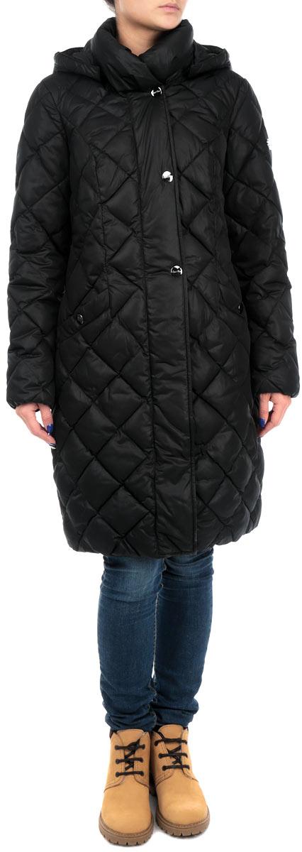 Куртка женская Finn Flare, цвет: черный. W15-11022_200. Размер XS (42)W15-11022_200Удлиненная женская куртка Finn Flare выполнена из высококачественного плотного материала, рассчитана на холодную погоду. Она поможет вам почувствовать себя максимально комфортно и стильно. Модель с длинными рукавами, капюшоном, воротником-стойкой застегивается на застежку-молнию и дополнительно ветрозащитным клапаном на металлические кнопки. Рукава дополнены эластичными резинками. Капюшон пристегивается с помощью металлических кнопок. Модель оформлена стеганой отстрочкой и дополнена двумя втачными карманами на кнопках.В этой куртке вам будет комфортно. Модная фактура ткани, отличное качество, великолепный дизайн.
