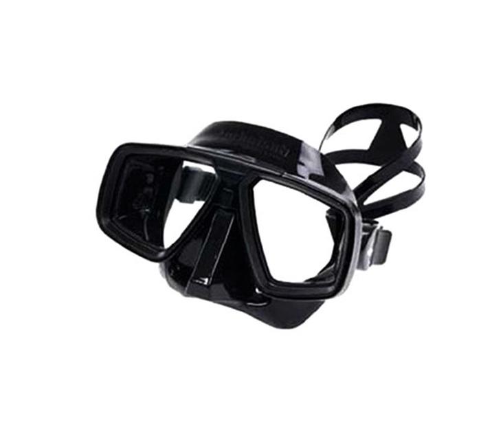 Маска для подводного плавания Technisub Look (Black), черный силиконF89_1Маска Technisub Look - лидер по объему продаж во всем мире на протяжении десяти лет благодаря использованию в ней материалов высочайшего качества. Идеально подходит к различным типам лица.Обтюратор и ремешок маски сделаны из качественного силикона, обеспечивающего мягкость и плотность прилегания в сочетании с комфортом. Силикон LSR не вызывает аллергию, а также сочетает отличную степень прозрачности с устойчивостью к воздействию ультрафиолетовых лучей в отличии резины.Корпус маски сделан из высокопрочного поликарбоната. Особенности модели: двухлинзовая маска;приближенные к лицу линзы обеспечивают максимальный угол обзора;быстрая и легкая регулировка натяжения ремешка;поворотные пряжки ремешка для большего комфорта;возможна установка положительных или отрицательных диоптрических линз.Линзы маски традиционно выполнены из каленого стекла, что обеспечивает безопасность. Простые линзы можно заменить на линзы с диоптриями: бисимметричные от -1,0 до -10,0 с шагом 0,5.бифокальные от +1,5 до +3,0 с шагом 0,5. Советы: Как пользоваться маской и трубкойОсновные характеристики: Количество линз: 2. Клапан: нет. Обтюратор: черный.