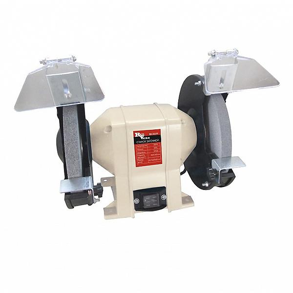 Станок заточной RedVerg RD-3217FRD-3217FКомпактный заточной станок с диаметром заточного круга - 175 мм, предназначен для шлифовальных и заточных работ по металлу в частных гаражах, небольших мастерских и предприятий. Надёжный асинхронный двигатель обеспечит долгий срок службы заточного станка, а система защитных приспособлений (защитное стекло и металлический упор) обезопасит оператора от травм.