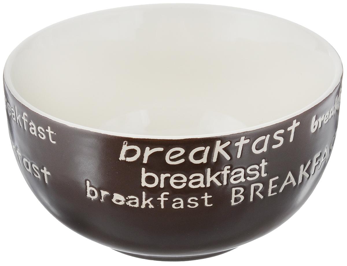 Салатница Wing Star Breakfast, цвет: темно-коричневый, диаметр 13,5 смLJ7-18B-497UСалатница Wing Star Breakfast изготовлена из высококачественной керамики, а внешняя стенка украшена надписями Breakfast.Wing Star - качественная керамическая посуда из обожженной, глазурованной снаружи и изнутри глины с оригинальными рисунками.При изготовлении данной посуды широко используется рельефный способ нанесения декора, когда рельефная поверхность подготавливается в процессе формовки и изделие обрабатывается с уже готовым декором. Благодаря этому достигается эффект неровного на ощупь рисунка, как бы утопленного внутрь глазури и являющегося его естественным элементом.Яркая салатница станет украшением вашего стола и прекрасно подойдет для использования, как дома, так и на даче или пикниках.Можно использовать в микроволновой печи и посудомоечной машине. Диаметр салатницы по верхнему краю: 13,5 см. Высота стенки: 7 см.
