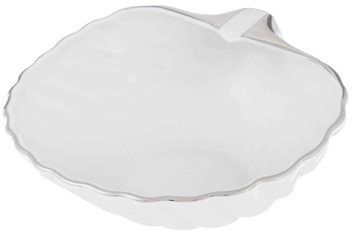 Блюдо La Rose Des Sables Ракушка, цвет: белый, серебристый, 16 см х 15 см9910150019Блюдо La Rose Des Sables Ракушка изготовлено из качественного фарфора и отлично подойдет для красивой сервировки различных блюд. Изделие выполнено в виде ракушки. Такое блюдо придется по вкусу и ценителям классики, и тем, кто предпочитает утонченность и изысканность.Размер (по верхнему краю): 16 см х 15 см.Высота: 7,5 см.