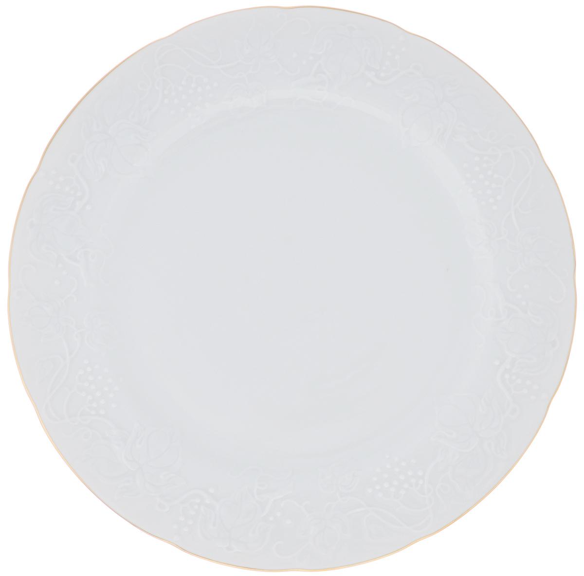 Блюдо La Rose Des Sables Vendanges, цвет: белый, золотистый, диаметр 31 см6906321009Блюдо La Rose Des Sables Vendanges, изготовленное из качественного фарфора, декорировано рельефным изображением цветов. Оно отлично подойдет для красивой сервировки различных блюд. Такое блюдо придется по вкусу и ценителям классики, и тем, кто предпочитает утонченность и изысканность.Диаметр: 31 см.Высота: 2,5 см.