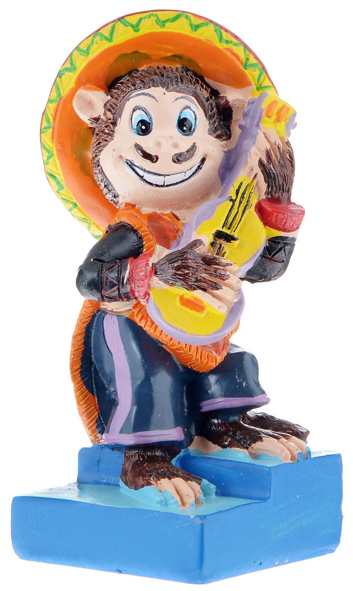 Фигурка декоративная Обезьяна-мексиканец в сомбреро, высота 7,8 см38275Декоративная фигурка Обезьяна - мексиканец в сомбреро станет оригинальным подарком для всех любителей стильных вещей. Сувенир выполнен из высококачественной полирезины в форме обезьяны с гитарой. Изысканный сувенир станет прекрасным дополнением к интерьеру. Вы можете поставить фигурку в любом месте, где она будет удачно смотреться и радовать глаз.