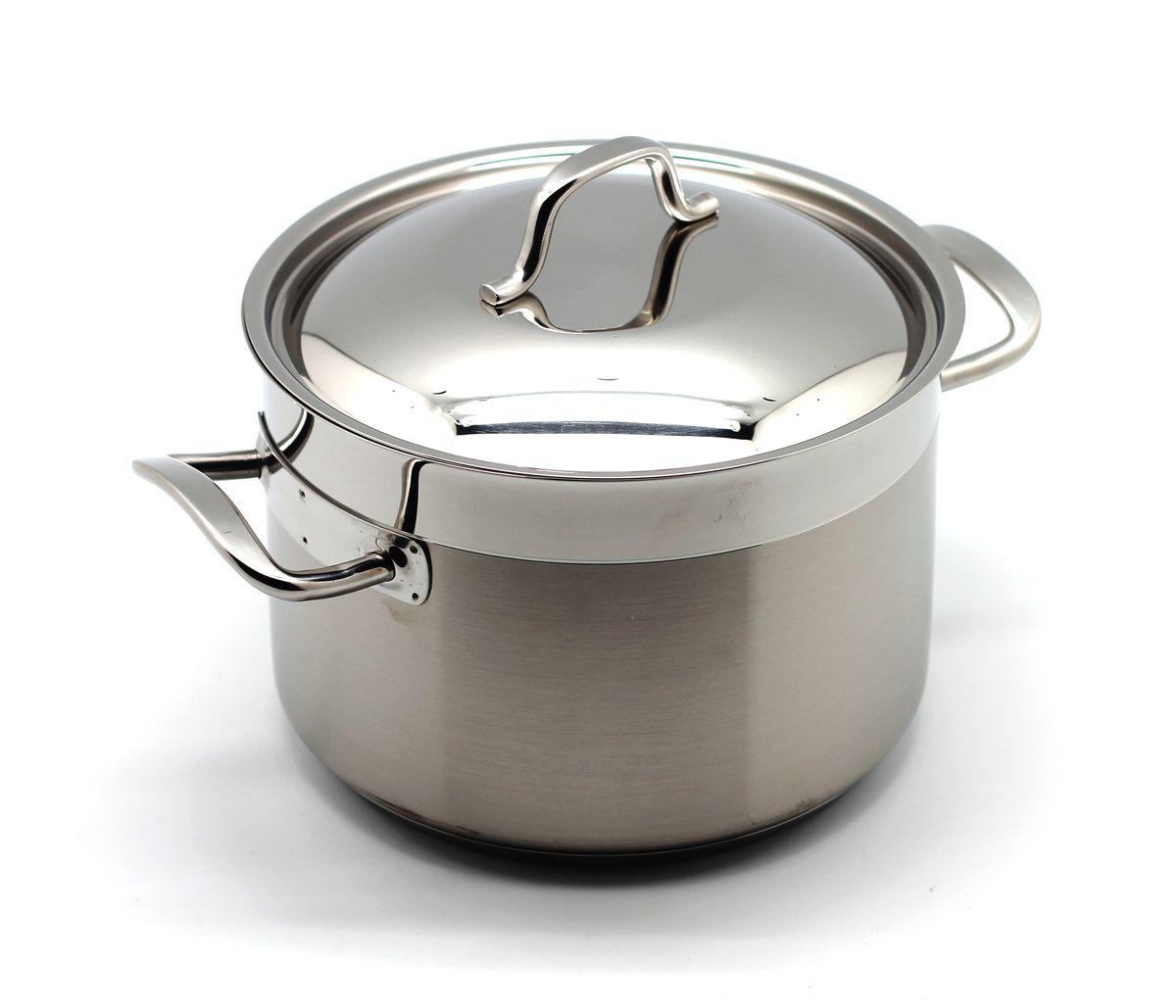 Кастрюля глубокая Julia Vysotskaya PRO, цвет: металл, 3л. 632125646618J632125646618JКастрюля изготовлена из нержавеющей стали, сплав хрома и никеля 18/10. Оснащена специальным диском – Impact Disk. Посуда удобна в применении и подходит для использования всех видов плит (газовые, электрических, керамических и индукционных), можно мыть в посудомоечной машине с использованием не абразивных чистящих средств. Благодаря тройному дну, тепло распределяется равномерно по всей поверхности, ручки не нагреваются . Пища оставленная в этой посуде остается теплой несколько часов. Дизайн посуды разработан совместно со студией Юлии Высоцкой.