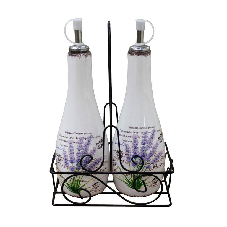 Набор для специй Miolla Лаванда, на металлической подставке, 3 предметаYX5811JУютныйнабор для специй, изготовленный из керамики,отлично впишется вкухнюв прованском стиле или стиле кантри, а также вкухнюв нейтральных светлых оттенках. Состав набора: бутылочка под масло, бутылочка под соус, подставка.