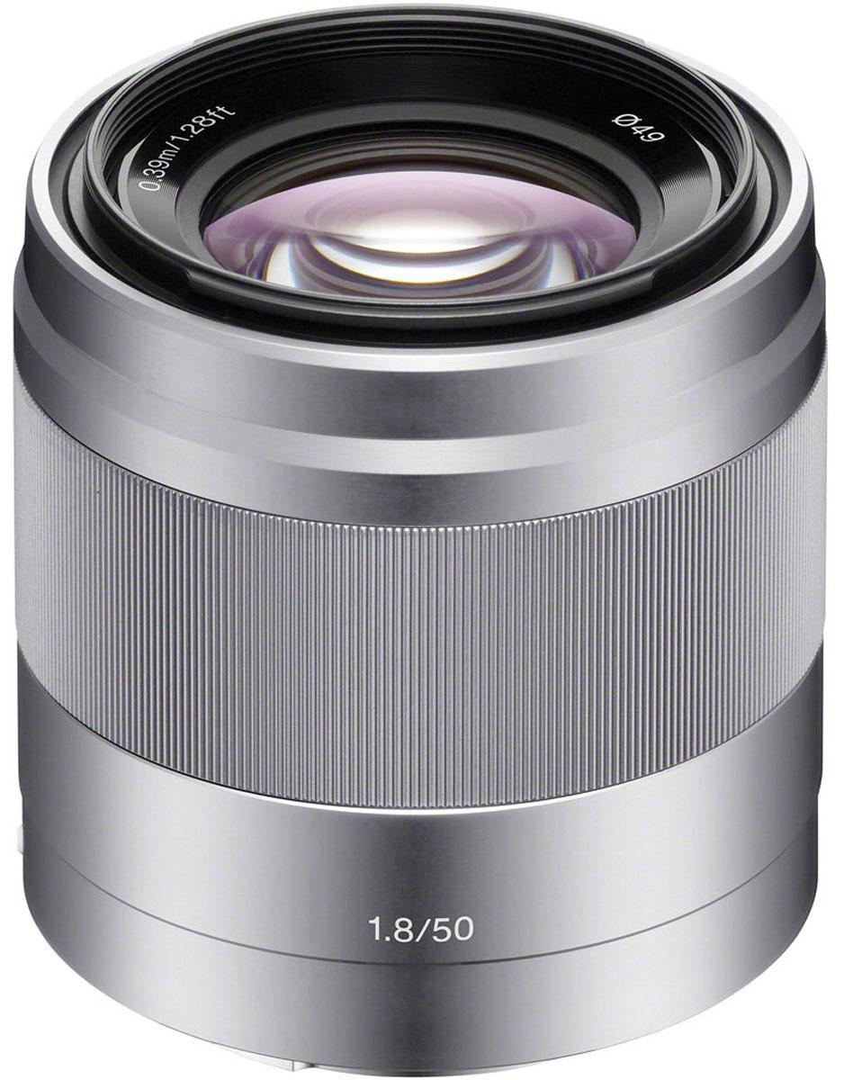 Sony 50mm F/1.8, Silver объектив для NexSEL50F18.AEОбъектив Sony 50mm идеально подходит для съемки портретов и множества других объектов. Максимальная диафрагма F1.8 и оптический стабилизатор изображения обеспечивают впечатляющее качество даже при слабом освещении.Стабилизатор изображения Optical SteadyShot, встроенный в объектив, позволяет создавать плавные, несмазанные фотографии и видеозаписи при съемке с рук.Вместо стандартной диафрагмы объектива в форме многоугольника, этот объектив имеет 7-лепестковую круглую диафрагму для более естественной, скругленной дефокусировки или эффекта боке.Объектив имеет инновационную конструкцию для создания четких, качественных изображений с минимальным уровнем искажения и хроматической аберрации.Благодаря механизму внутренней фокусировки корпус объектива не движется, что делает конструкцию более компактной, отклик автофокуса - более быстрым, а также сокращает минимальную дистанцию фокусировки.