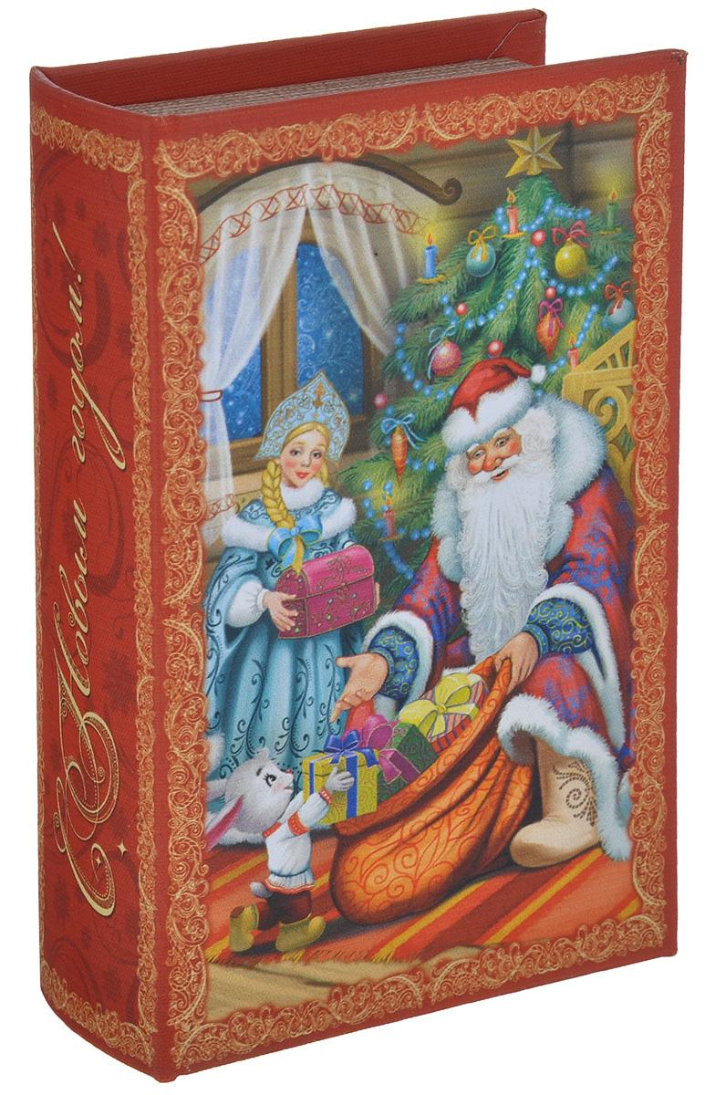 Шкатулка декоративная Дед Мороз и Снегурочка, цвет: красный, зеленый, голубой, 17 х 11см х 5 см38470Яркая декоративная шкатулка Дед Мороз и Снегурочка, выполненная из МДФ, не оставит равнодушным ни одного любителя оригинальных вещей. Изделие украшено оригинальном рисунком и закрывается на магнит. Такая шкатулка украсит интерьер вашей комнаты и станет не только декоративным, но и практичным аксессуаром - ее можно использовать для хранения украшений и мелочей.