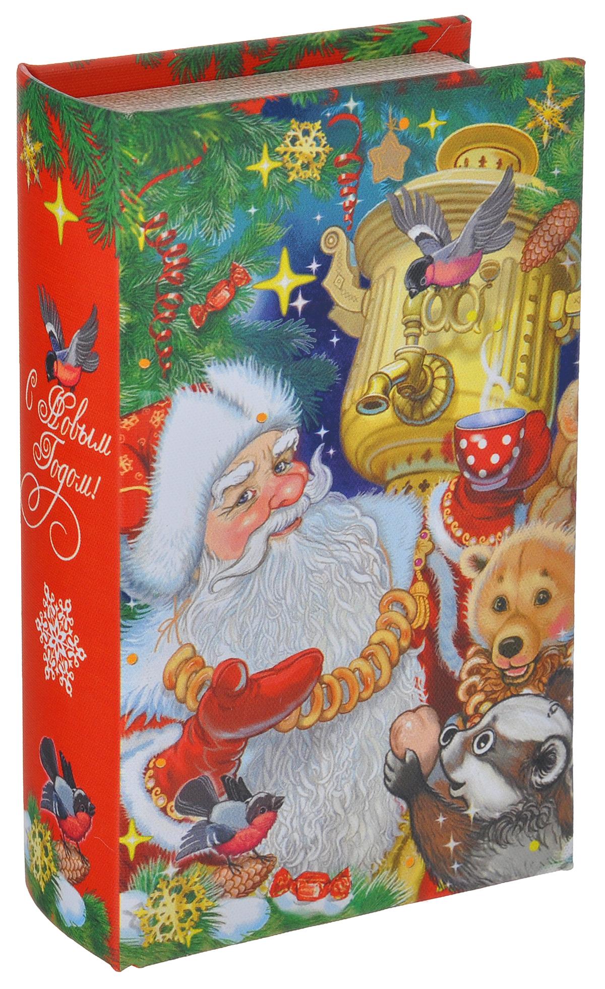 Шкатулка декоративная Дед Мороз с самоваром, цвет: красный, зеленый, бежевый, 17 х 11см х 5 см38472Яркая декоративная шкатулка Дед Мороз с самоваром, выполненная из МДФ, не оставит равнодушным ни одного любителя оригинальных вещей. Изделие украшено оригинальном рисунком и закрывается на магнит. Такая шкатулка украсит интерьер вашей комнаты и станет не только декоративным, но и практичным аксессуаром - ее можно использовать для хранения украшений и мелочей.
