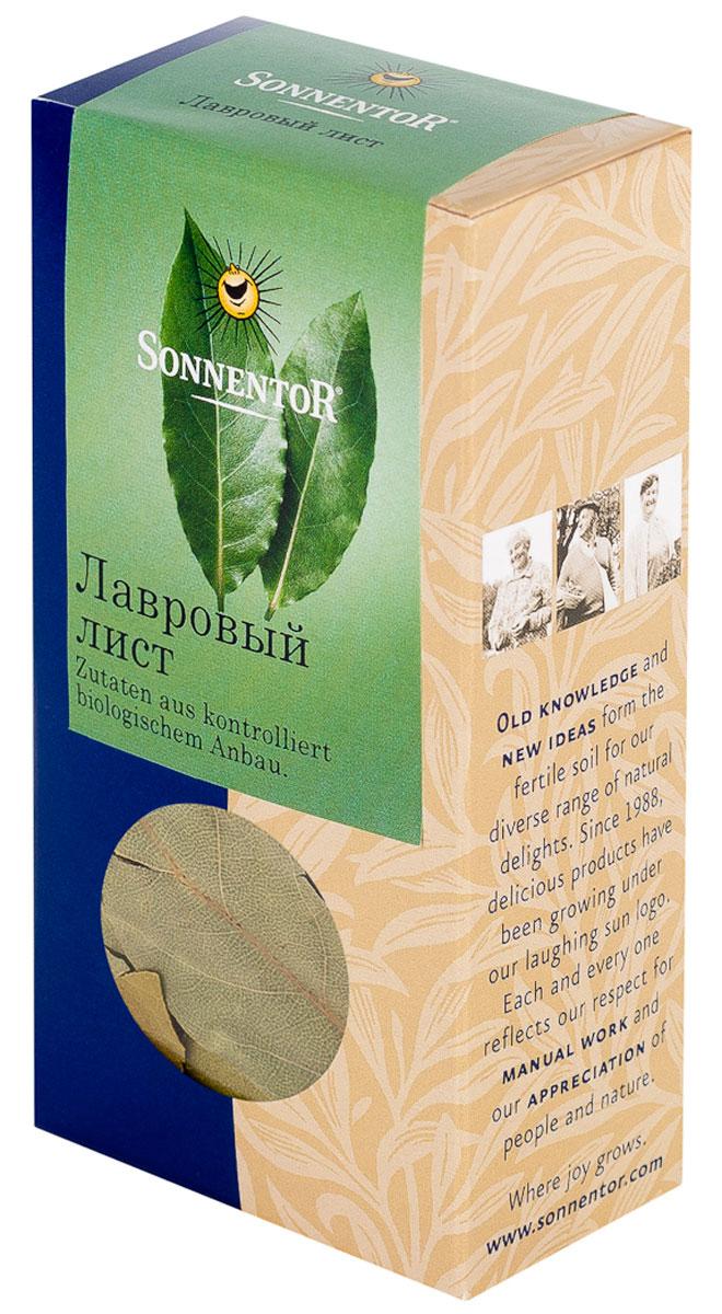 Sonnentor Лавровый лист, 10 гNT335Листья лавра благородного издавна венчают головы победителей и блюда гурманов. Целые листья лавра сушат и в таком виде используют в качестве пряности. У них приятный аромат и чуть горький вкус. Качественные листьяпосле сушки должны сохранять оливковый цвет, как и в нашей продукции. Советы по употреблению и приготовлению: Лавровый лист - одна из универсальных суповых пряностей, которую используют в мясных, рыбных, овощных и грибных супах. Особенно хорошо подходит он к картофельным блюдам. Состав: 100% лавровый лист.