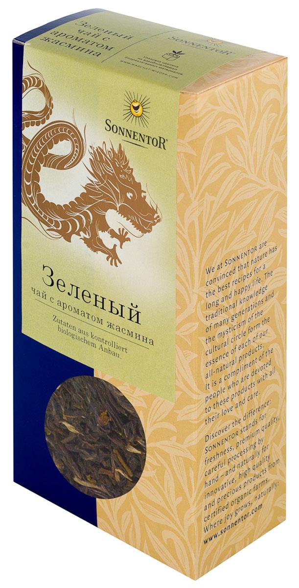 Sonnentor Зеленый листовой чай с ароматом жасмина, 100 гNT657Зеленый чай с жасмином Sonnentor подкупает легким цветочным ароматом. У него также цветочный вкус, который дополняется сладковатой терпкой ноткой. Терпкие нюансы сохраняются и в послевкусии. Для приготовления этого элегантного напитка зеленый чай смешивается со свежими цветками жасмина, после чего просеивается когда цветы увядают. Таким образом, зеленый чай приобретает аромат жасминовых цветков.Вместо кипятка следует заливать зеленый чай горячей водой температурой 70-80°С. Через две-три минуты чай готов. Первая заварка не выливается, как иногда советуют, наоборот, она очень полезна благодаря богатым веществам, добытым из чая. Если же вам захотелось выпить еще чашечку, то уже приготовленные чайные листья можно залить еще несколько раз.Утонченный зеленый чай с жасмином особенно популярен благодаря цветочному аромату. Его мягкий цветочный вкус и терпкое послевкусие сочетаются с современной легкой кухней из рыбы, морепродуктов и овощей. Разумеется, он прекрасно сочетается с азиатскими блюдами – маки или суши. Всё о чае: сорта, факты, советы по выбору и употреблению. Статья OZON Гид