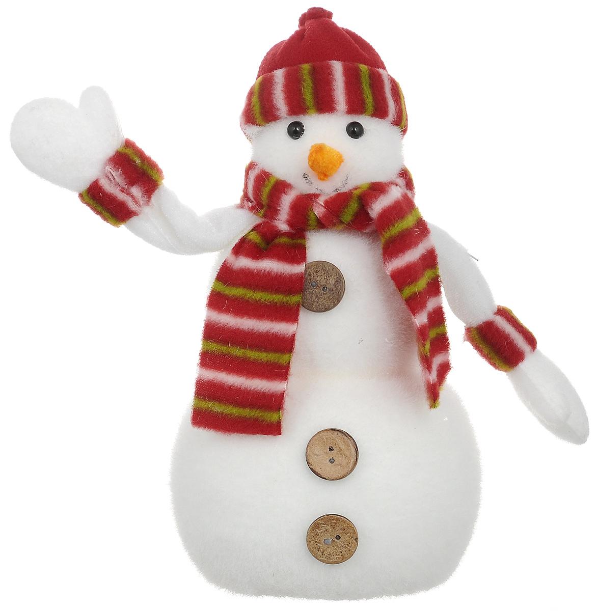 Новогодняя декоративная фигурка Снеговик в полосатом шарфике прекрасно подойдет для праздничного оформления Вашего дома. Сувенир выполнен из пенопласта и искусственного волокна в виде забавного снеговика.  Такая фигурка украсит интерьер вашего дома или офиса в преддверии Нового года. Оригинальный дизайн и красочное исполнение создадут праздничное настроение. Кроме того, это отличный вариант подарка для ваших близких и друзей.