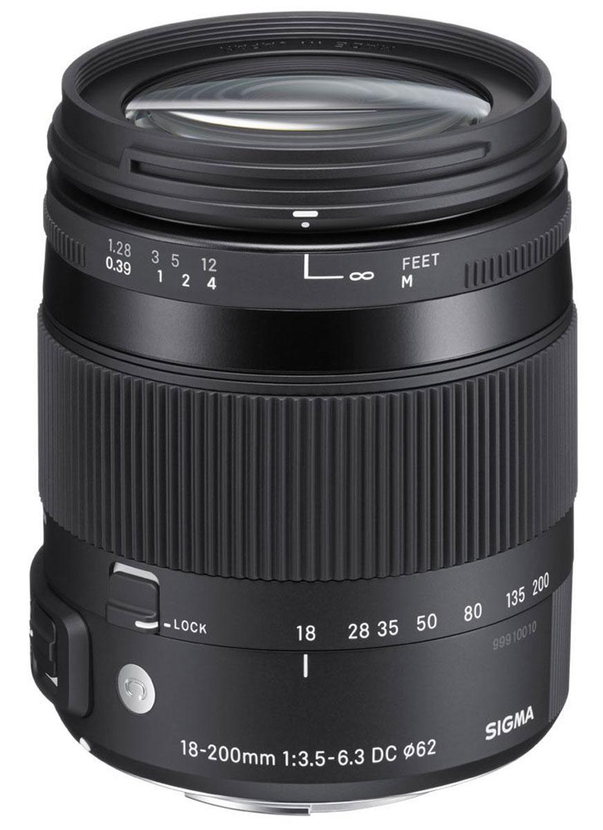 SigmaAF18-200mm F/3.5-6.3DCMACROOSHSM/C, Black объектив для Canon885954Объектив SigmaAF18-200mm F/3.5-6.3DCMACROOSHSM/C с переменным фокусным расстоянием разработан для цифровых зеркальных фотокамер. Корпус из высококачественных материалов имеет легкий вес и небольшие размеры, благодаря чему его легко транспортировать и он чрезвычайно удобен для работы.Два элемента из низкодисперсионного стекла (SLD, Special Low Dispersion) и две гибридные асферические линзы в конструкции объектива уменьшают искажения и аберрации. Система оптической стабилизации позволит не прибегать к помощи штатива и фотографировать объекты в любом удобном для вас месте, не нося с собой громоздкое оборудование. Изображения всегда будут получаться четкими и резкими. Для быстрой и бесшумной автофокусировки при макросъемке и съемки видео объектив оборудован ультразвуковым мотором.