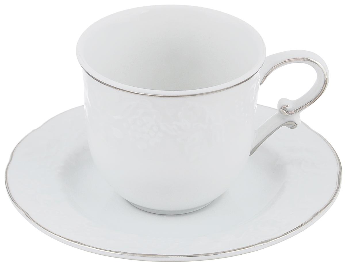 Кофейная пара La Rose Des Sables Vendanges, цвет: белый, серебристый, 2 предмета6935100019Кофейная пара La Rose Des Sables Vendanges, изготовленная из высококачественного фарфора, состоит из чашки и блюдца. Изделия, оформленные рельефным изображением винограда, имеют изысканный внешний вид.Кофейная пара La Rose Des Sables Vendanges украсит ваш кухонный стол, а также станет замечательным подарком к любому празднику.Объем чашки: 100 мл.Диаметр чашки (по верхнему краю): 6,5 см.Высота чашки: 6 см.Диаметр блюдца (по верхнему краю): 12 см. Высота блюдца: 1,6 см.