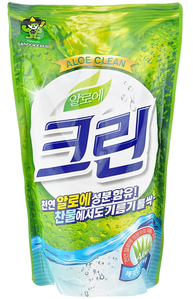 Гель для мытья посуды и овощей Sandokkaebi Aloe Clean, 800 г002671Средство для мытья посуды и кухонных принадлежностей Sandokkaebi Aloe Clean обладает превосходной моющей силой - прекрасно расщепляет жир и эффективно удаляет любые загрязнения. Образует обильную пену, которая легко смывается без остатков при ополаскивании, подходит для мытья фруктов и овощей. РН нейтральный. Экстракт алоэ защищает и увлажняет кожу рук.Состав: Linear alkylbenzene sulfonate, Diethanolamine, Cocamide DEA, Alpha olefin sulfonate, Sodium laureth sulfate, Sodium hydroxide, Sodium chloride, Tetrasodium-EDTA, Fragrance, Water.Товар сертифицирован.