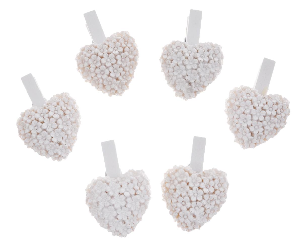 Набор декоративных прищепок Феникс-презент Сердечки, цвет: белый, 6 шт36931Набор Феникс-презент Сердечки состоит из 6 декоративных прищепок,выполненных из дерева. Прищепки оформлены фигурками из полирезины в виде сердец из цветов.Изделия используются для развешивания стикеров на веревке и маленьких игрушек, аоригинальность и веселые цвета прищепок будут радовать глаз и поднимут настроение.Такой набор станет прекрасным дополнением к оформлению вашего интерьера.Длина прищепки: 4,5 см.Размер фигурки: 3,5 см х 3,2 см х 0,7 см.