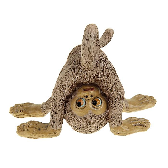Сувенир-миниатюра Sima-land Обезьянка на голове, 6,2 см х 6 см х 8 см сувенир sima land обезьянка в шарфике цвет желтый 7 х 5 7 х 8 5 см