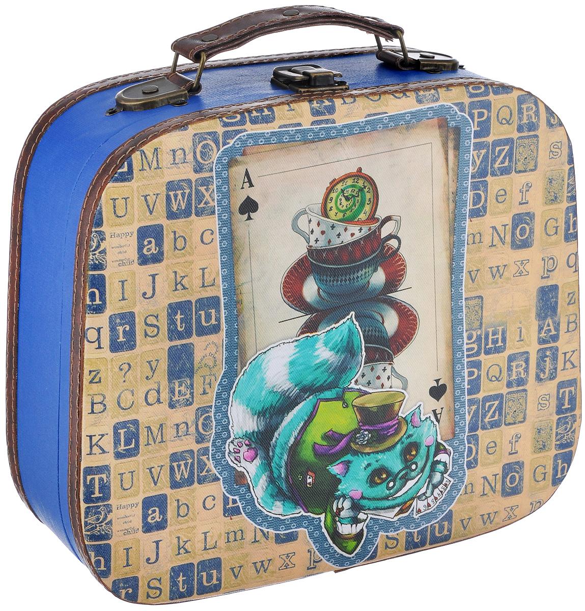 Декоративная шкатулка Феникс-презент Волшебный кот, 28 см х 24,5 см х 10,5 см37352Декоративная шкатулка Феникс-презент Волшебный кот, выполненная из МДФ, оформлена ярким изображением кота. Изделие закрывается на металлический замок-защелку и оснащено удобной ручкой для переноски.Такая шкатулка может использоваться для хранения бижутерии, предметов рукоделия, в качестве украшения интерьера, а также послужит хорошим подарком для человека, ценящего практичные и оригинальные вещицы.