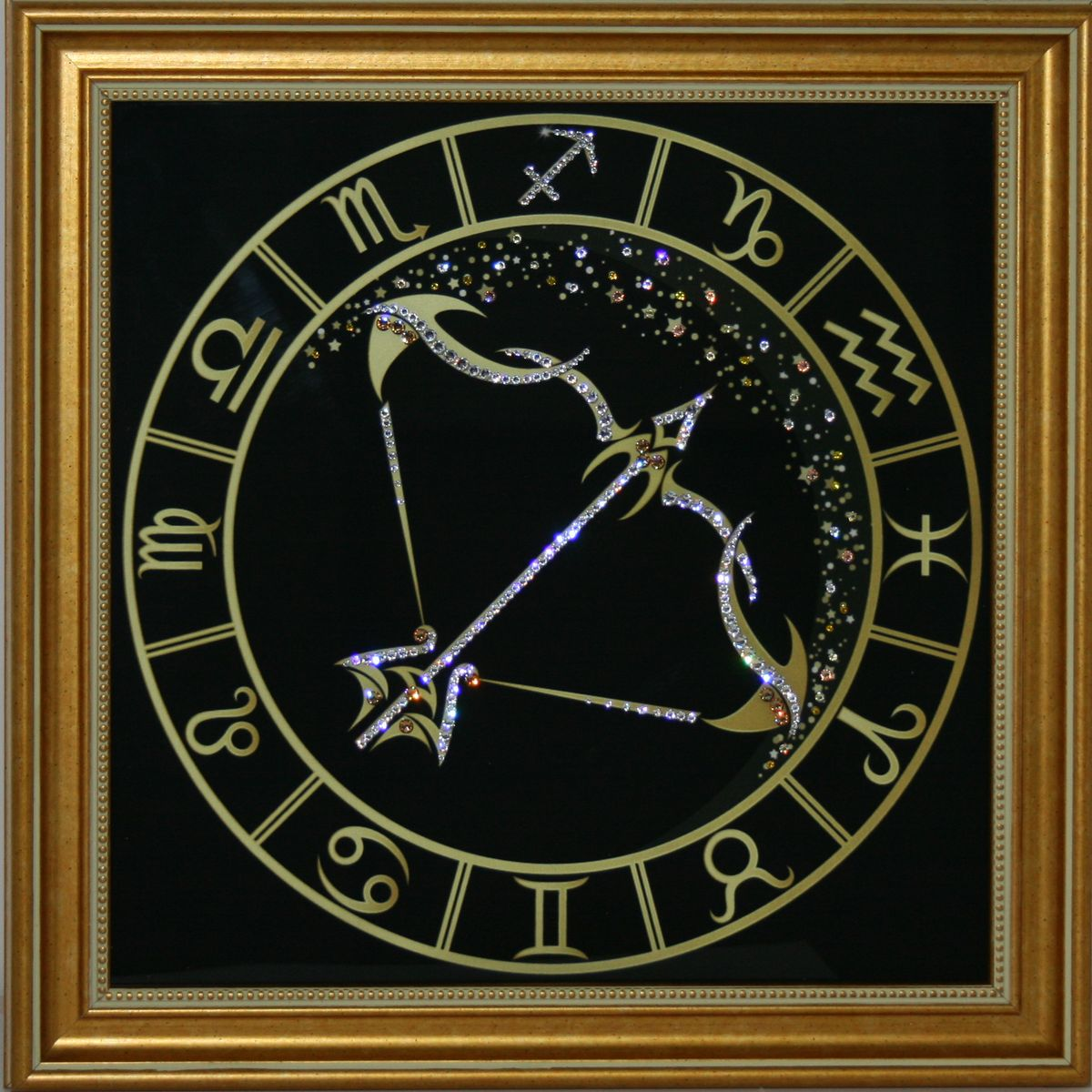1718 Картина СваровскиСтрелец Золото1718Картина в багете, инкрустированная кристалами сваровски