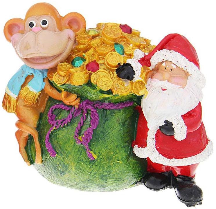 Копилка декоративная Sima-land Мартышка и Дед Мороз с мешком денег, цвет: зеленый, красный, оранжевый1057379_зеленыйДекоративная копилка, изготовленная из высококачественного полистоуна, выполнена в виде забавной обезьяны и Деда Мороза с большим мешком денег. Изделие оснащено отверстием для монет и резиновым клапаном, через который можно достать деньги.Яркий оригинальный дизайн сделает такую копилку прекрасным подарком. Она послужит не только по своему прямому назначению, но и красиво дополнит интерьер комнаты.