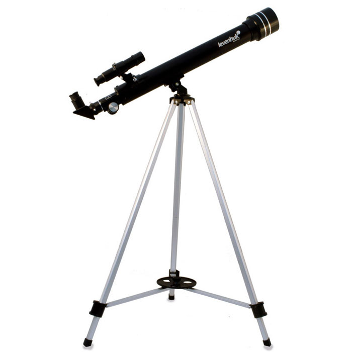 Levenhuk Skyline 50x600 AZ телескопSkyline 50x600 AZКомпактный рефрактор Levenhuk Skyline 50х600 AZ станет прекрасным подарком для начинающего астронома.Качественная оптика обеспечивает передачу четкой картинки. Телескоп прост в сборке и управлении, поэтому сним легко справится даже новичок. Эта модель предназначена для наблюдения объектов Солнечной системы. Сее помощью можно увидеть детали лунной поверхности, фазы Венеры, кольца Сатурна, Уран и Нептун в видезвезд и многое другое.Оптические поверхности покрыты специальным просветляющим составом, благодаря чему изображениеполучается резким и чистым. 5-кратный оптический искатель позволяет быстро найти интересующий вас объект.В комплект входят 3 окуляра и трехкратная линза Барлоу, позволяющая увеличить фокусное расстояниетелескопа в 3 раза! Для обзорных наблюдений лучше использовать окуляр 20 мм (30x). Чтобы изучить объект болееподробно, рекомендуется воспользоваться окулярами 12,5 мм (48x) и 4 мм (150x). Оборачивающий окуляр 1,5xнеобходим для наземных наблюдений: он дает неперевернутое и не зеркальное изображение.Азимутальная монтировка очень проста в управлении. С ее помощью пользователь может перемещать трубутелескопа по высоте и азимуту. Алюминиевая тренога обеспечивает устойчивое положение конструкции.Удобный лоток позволяет держать все необходимые аксессуары под рукой.Светосила (относительное отверстие): f/12 Посадочный диаметр окуляров: 0,96 дюймов Искатель оптический: 5x24 Тренога алюминиевая Высота треноги: 690–1190 мм Лоток для аксессуаров Тип управления телескопом: ручной