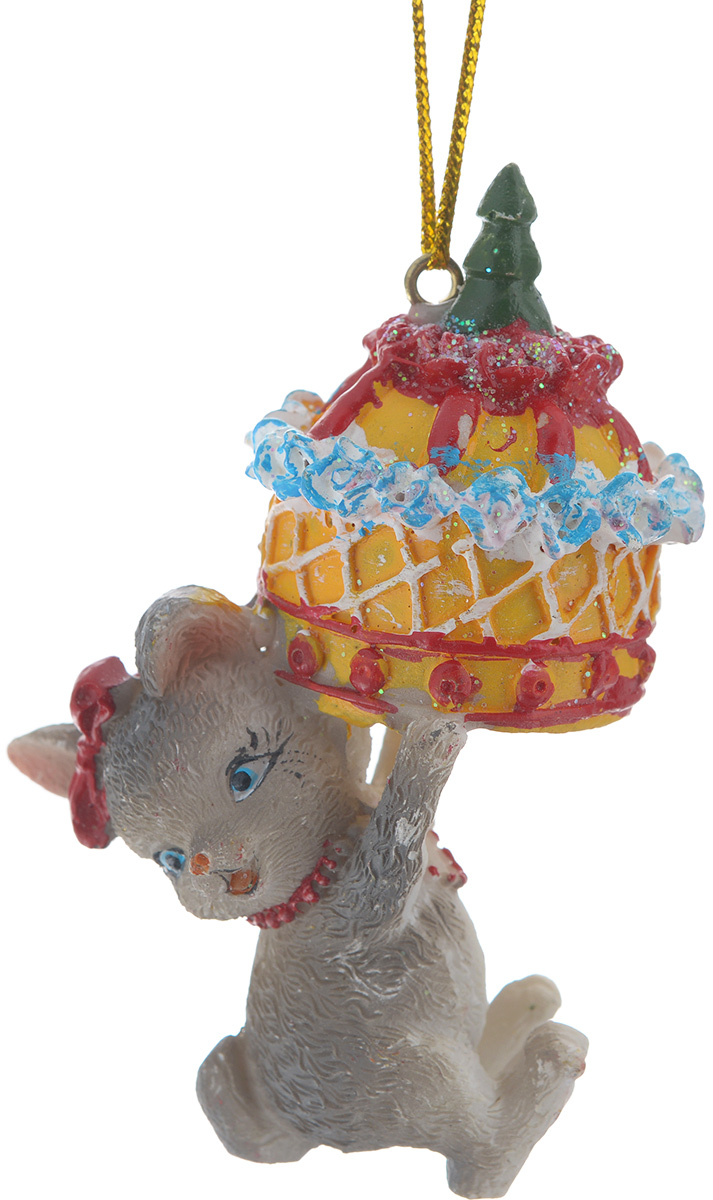 Новогоднее подвесное украшение Феникс-презент Мышь с тортом38317Новогоднее украшение Феникс-презент Мышь с тортом, изготовленное из высококачественного полирезина, прекрасно подойдет для праздничного декора дома и новогодней ели. Изделие выполнено в виде мыши с тортом. С помощью специальной текстильной петельки его можно повесить в любом понравившемся вам месте. Но, конечно, удачнее всего такая игрушка будет смотреться на праздничной елке. Елочная игрушка - символ Нового года. Она несет в себе волшебство и красоту праздника. Создайте в своем доме атмосферу веселья и радости, украшая новогоднюю елку нарядными игрушками, которые будут из года в год накапливать теплоту воспоминаний.