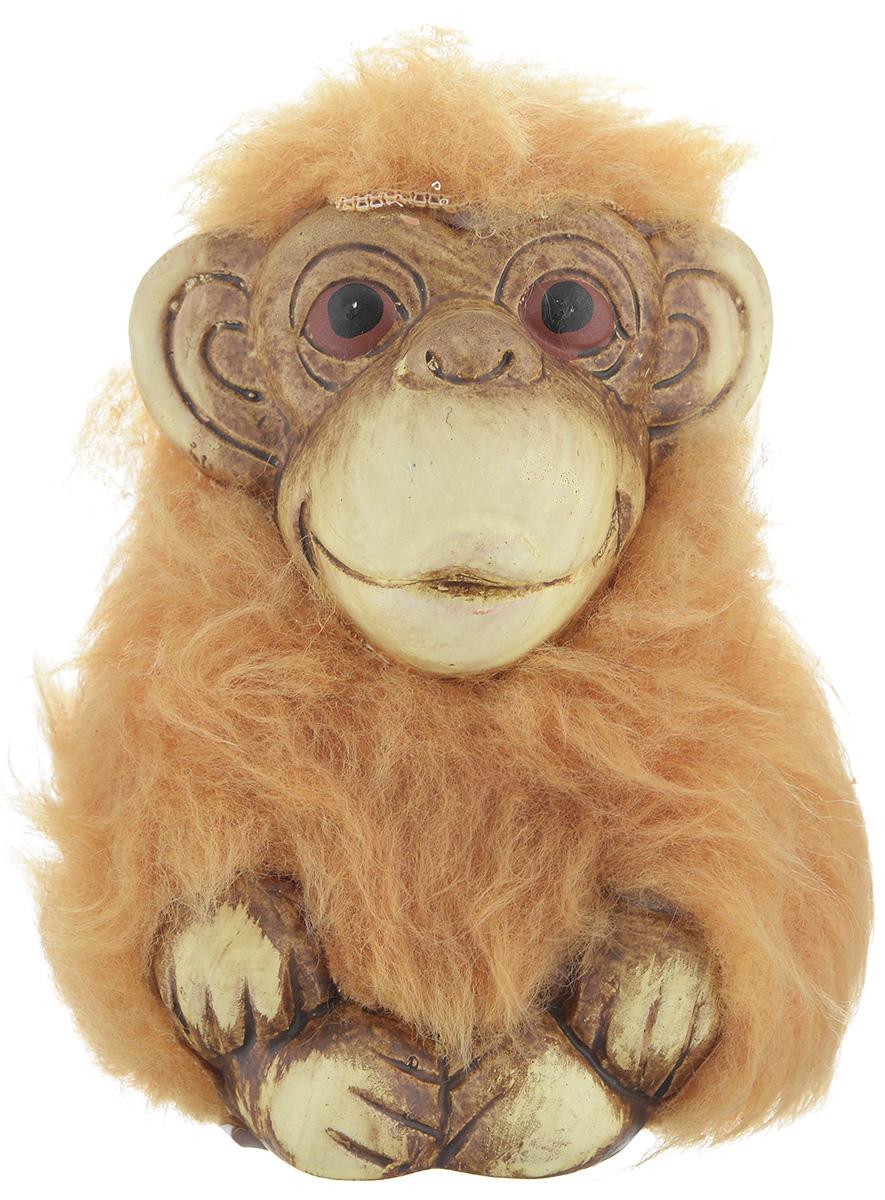 """Сувенир Sima-land """"Обезьянка-капуцин"""" выполнен из высококачественной керамики и текстиля в виде забавной обезьянки. Такой сувенир станет отличным подарком родным или друзьям на Новый год, а также он украсит интерьер вашего дома или офиса."""