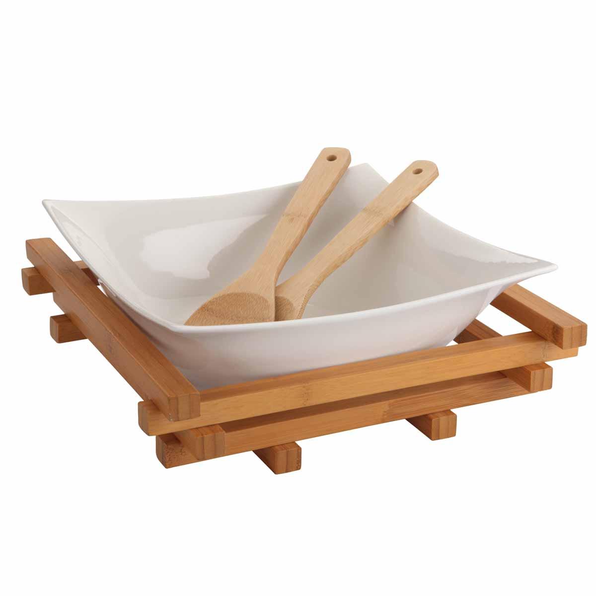 Салатница Dekok, с 2 ложками, с подставкой, 25 см х 25 смPW-2712Салатница Dekok изготовлена из фарфора и имеет оригинальную форму. Посуда безопасна для здоровья и окружающей среды. Изделие размещено на подставке, выполненной из бамбука. Такая салатница прекрасно подходит для различных блюд: хлопьев, салатов и многого другого. Она дополнит коллекцию вашей кухонной посуды и будет служить долгие годы. В наборе - 2 сервировочные ложки, выполненные из бамбука.Размер салатницы (по верхнему краю): 25 см х 25 см. Высота стенки салатницы: 9,5 см.Длина ложек: 29,5 см.Размер рабочей части ложек: 6 см х 8,5 см.Размер подставки: 28 см х 28 см х 7,6 см.