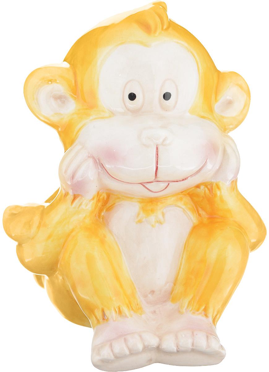 Фигурка декоративная Sima-land Обезьянка Морган, цвет: желтый, высота 11 см1056096_желтыйДекоративная фигурка Sima-land Обезьянка Морган выполнена из высококачественной глазурованной керамики. В год Обезьяны такой символ будет как раз актуален, стоит расположить его на самой видной полочке, чтобы он привлекал внимание. Ведь эти животные очень любят, когда им уделяют больше времени, играют и разговаривают с ними. Они непоседливы и артистичны, поэтому год предвещает быть активным и продуктивным. Пусть этот замечательный сувенир способствует свершению ваших самых грандиозных планов.Оригинальный дизайн и красочное исполнение создадут праздничное настроение. Кроме того, это отличный вариант подарка для ваших близких и друзей.