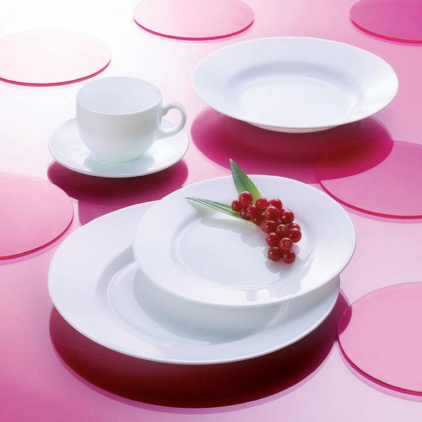 Набор столовой посуды Luminarc Everyday, 30 предметовG5520Набор Luminarc Everyday состоит из 6 суповых тарелок, 6 обеденныхтарелок, 6 десертных тарелок, 6 чайныхчашек и 6 блюдец. Изделия выполненыиз ударопрочного стекла, имеют классическую круглую форму. Посудаотличается прочностью, гигиеничностью и долгим сроком службы, онаустойчива к появлению царапин и резким перепадам температур.Такой набор прекрасно подойдет как для повседневного использования, так идля праздников или особенных случаев.Набор столовой посуды Luminarc Everyday - это не только яркий иполезный подарок для родных и близких, а также великолепное дизайнерскоерешение для вашей кухни или столовой.Можно мыть в посудомоечной машине и использовать в микроволновой печи. Диаметр суповой тарелки: 22,2 см.Высота суповой тарелки: 3,5 см. Диаметр обеденной тарелки: 24 см.Высота обеденной тарелки: 2,5 см.Диаметр десертной тарелки: 19 см.Высота десертной тарелки: 1,9 см.Диаметр блюдца: 14 см.Высота блюдца: 1,5 см.Диаметр чашки: 8 см.Высота чашки: 6,2 см.Объем чашки: 220 мл.