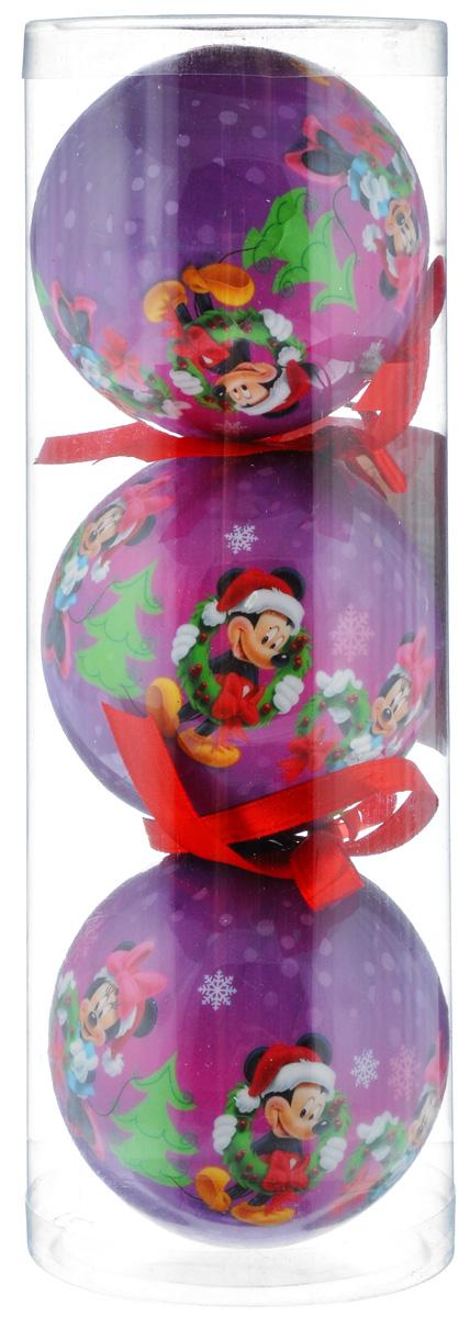 """Набор новогодних подвесных украшений Disney """"Микки и Минни""""  прекрасно подойдет для праздничного декора ели. Набор состоит из 3 украшений в виде шаров, изготовленных из пенопласта и украшенных ярким рисунком. Для удобного размещения на елке для каждого украшения предусмотрена петелька.   Елочная игрушка - символ Нового года. Она несет в себе волшебство и красоту  праздника. Создайте в своем доме атмосферу веселья и радости, украшая  новогоднюю елку нарядными игрушками, которые будут из года в год накапливать  теплоту воспоминаний.  Откройте для себя удивительный мир сказок и грез. Почувствуйте волшебные  минуты ожидания праздника, создайте новогоднее настроение вашим дорогим и  близким."""