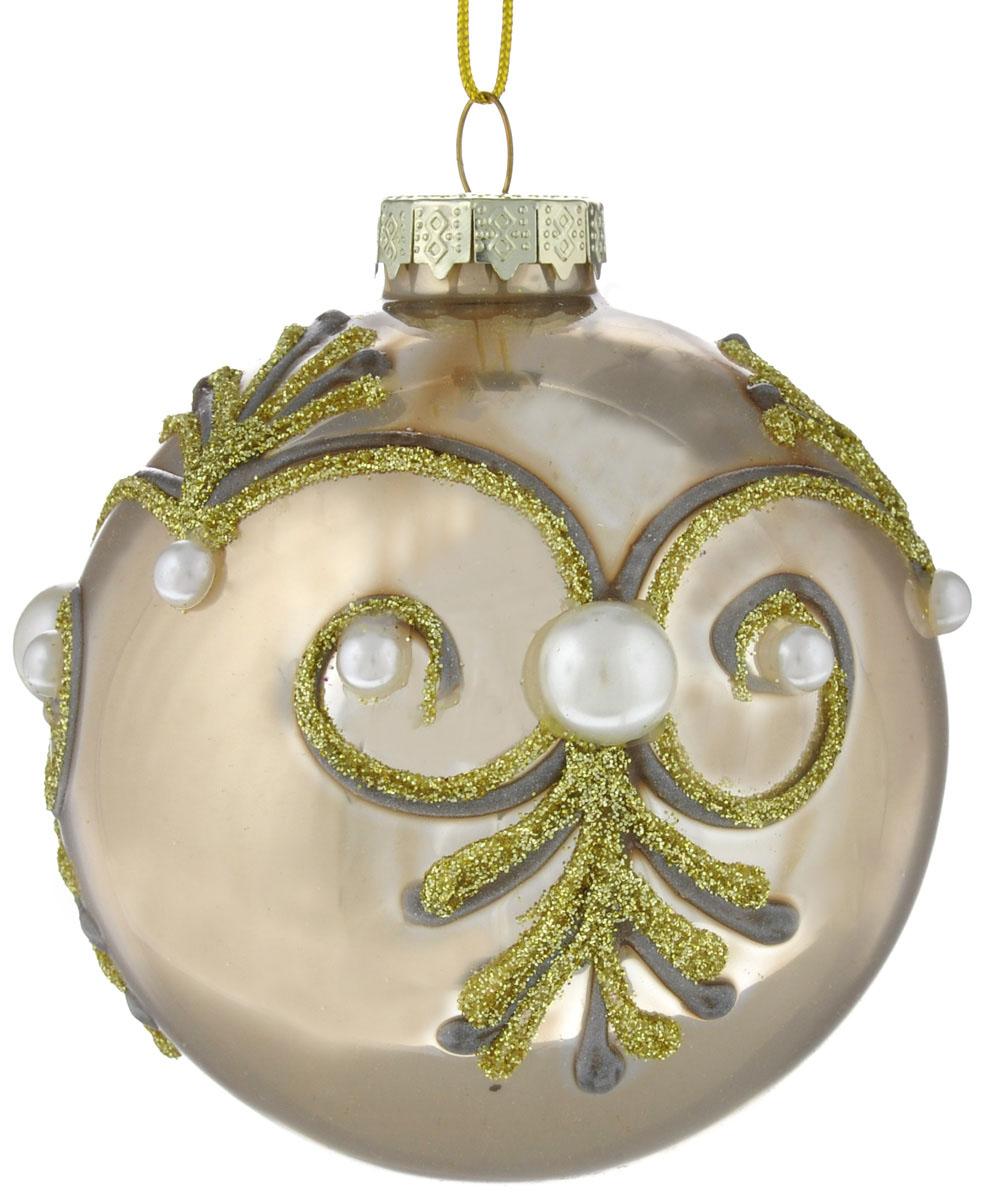 Новогоднее подвесное украшение Феникс-презент Барокко, диаметр 8 см38411Новогоднее украшение Феникс-презент Барокко отлично подойдет для декорации вашего дома и праздничной ели. Изделие выполнено из стекла в виде шара, декорированного оригинальными узорами, и оснащено текстильной петелькой для подвешивания. Елочная игрушка - символ Нового года. Она несет в себе волшебство и красоту праздника. Создайте в своем доме атмосферу веселья и радости, украшая всей семьей новогоднюю елку нарядными игрушками, которые будут из года в год накапливать теплоту воспоминаний.