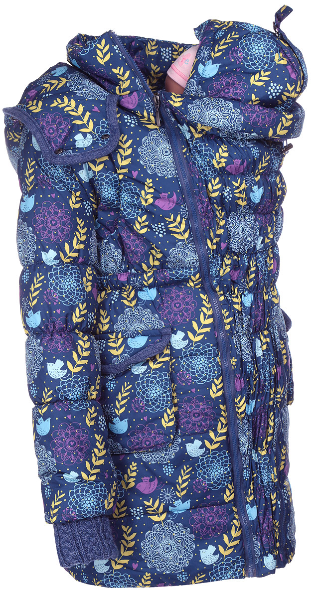 Слингокуртка Mums Era Герда, цвет: темно-синий, желтый. 9754. Размер M (46/48)9754Слингокуртка Герда легкая и комфортная - настоящая находка для активной слингомамы! Эту куртку можно носить во время беременности - специальная вставка с резиночками тянется и становится именно такой ширины, которая требуется вам прямо сейчас. Вставка полностью отстегивается. Без вставки куртка выглядит как самая обычная верхняя одежда.Куртка хороша для слингомамы - та же универсальная вставка сконструирована так, что носить малыша под курткой очень удобно и просто. Шея и горло мамы при этом закрыты (благодаря дополнительной системе застежек).Рукава изделия дополнены вязаными манжетами, препятствующими проникновению холодного воздуха. Капюшон и карманы выполнены с отделкой в тон манжетам. Капюшон для мамы на резинке с фиксаторами можно регулировать. По низу куртки вшита дополнительная резинка-утяжка с фиксатором.Куртка дополнена потайными нагрудными карманами, которые обеспечивают легкий доступ к малышу без расстегивания куртки. Также это возможность для малыша высунуть ручки наружу, опять же без расстегивания куртки. В комплект входит: вставка для беременности, простроченная резинками и дополнительная шапка-капюшон для ребенка, с регулировкой размера.Сама по себе куртка не держит ребенка, под курткой малыш обязательно должен находиться в слинге!