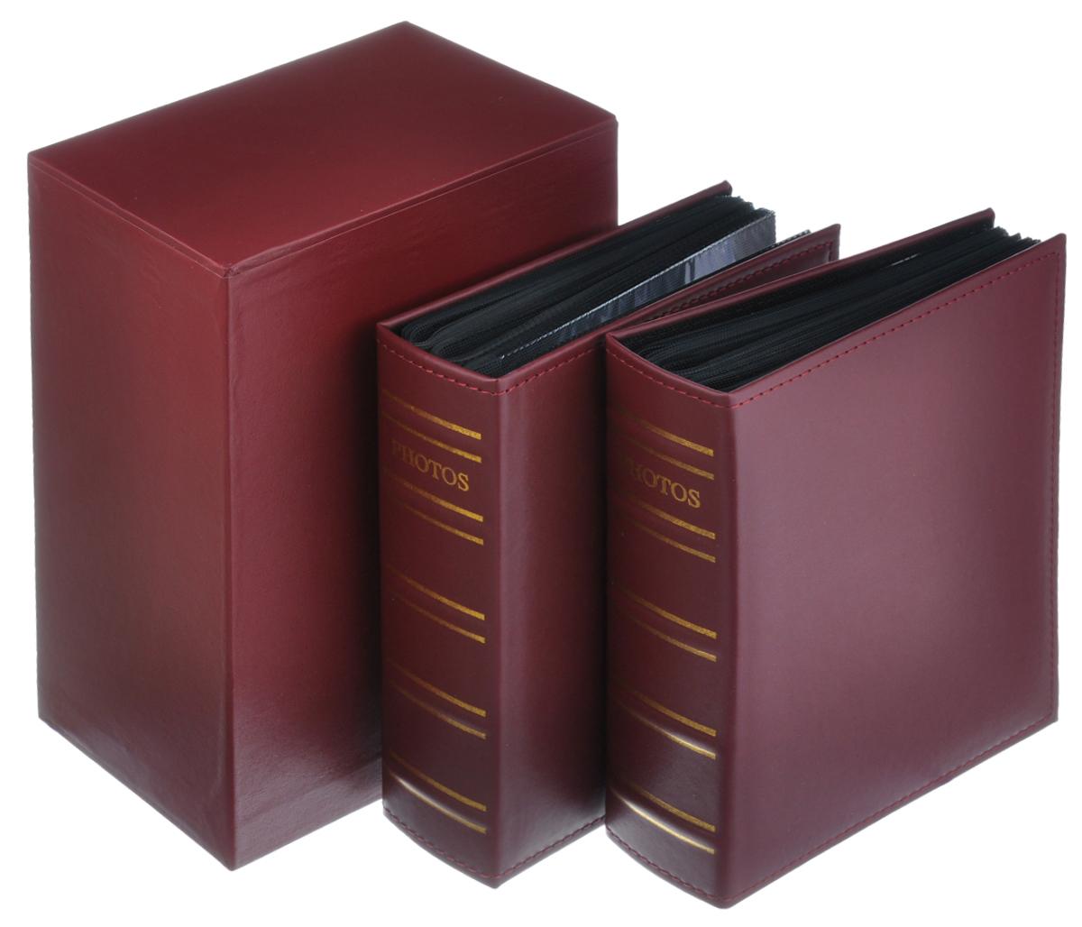 """Набор """"Image Art"""", состоящий из двух фотоальбомов, поможет красиво оформить ваши  фотографии. Обложки фотоальбомов выполнены из толстого картона, обтянутого искусственной  кожей. Внутри содержится блок из 50 листов с фиксаторами-окошками  из ПВХ. Каждый альбом рассчитан на 200 фотографий формата 10 см х 15 см (по 2  фотографии на странице). Переплет - книжный.  Альбомы вставляются в подарочную коробку, оснащенную ящиком для хранения различных  мелочей. Нам всегда так приятно вспоминать о самых счастливых моментах жизни, запечатленных на  фотографиях. Поэтому фотоальбом является универсальным подарком к любому празднику.  Комплектация: 2 шт. Количество листов в одном альбоме: 50 шт. Число мест для фотографий в одном альбоме: 200 шт. Размер фотоальбома: 23 см х 18 см х 6 см."""