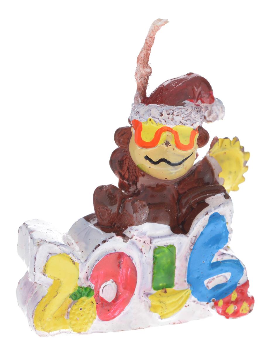 """Декоративная свеча Sima-land """"2016"""" выполнена из воска в виде забавной  обезьянки. Изделие отличается ярким дизайном, который понравится  всем.   Такая свеча может стать отличным подарком или дополнить интерьер вашей  комнаты."""