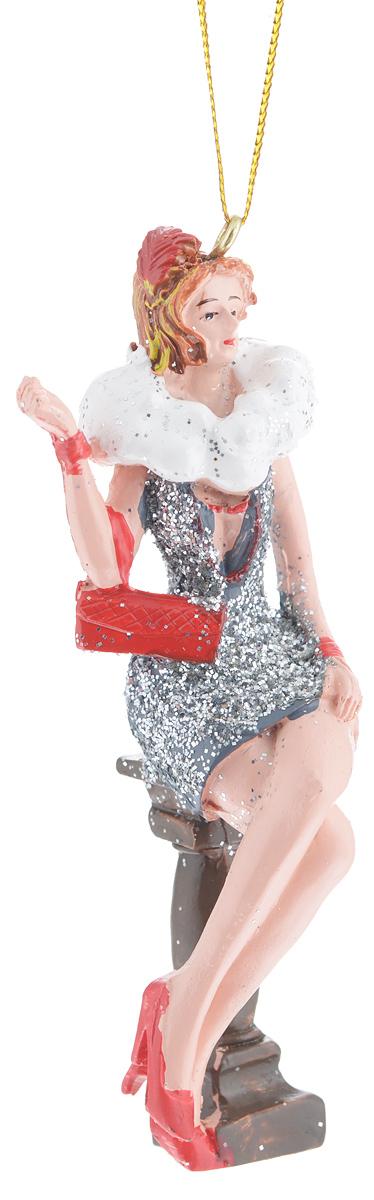 Новогоднее подвесное украшение Феникс-презент Девушка с сумочкой38330Новогоднее подвесное украшение Феникс-презент Девушка с сумочкой отлично подойдет для декора праздничной ели. Изделие выполнено из полирезины в виде девушки в коротком вечернем платье, сидящей на стуле. Игрушка декорирована блестками и оснащена петелькой для подвешивания на елку. Елочная игрушка - символ Нового года. Она несет в себе волшебство и красоту праздника. Создайте в своем доме атмосферу веселья и радости, украшая новогоднюю елку нарядными игрушками, которые будут из года в год накапливать теплоту воспоминаний.