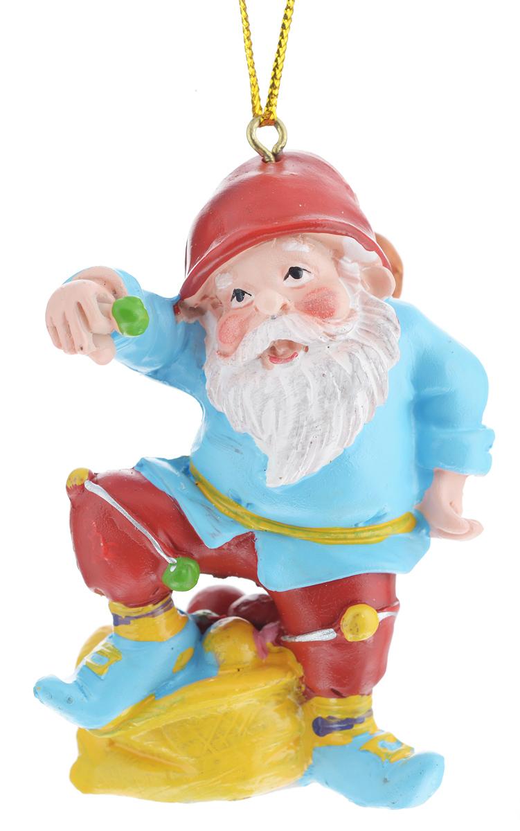 Новогоднее подвесное украшение Феникс-презент Гном веселый38979Новогоднее украшение Феникс-презент Гном веселый, изготовленное из высококачественногополирезина, прекрасно подойдет для праздничного декора дома иновогодней ели. С помощьюспециальной текстильной петельки его можно повесить в любомпонравившемся вам месте.Елочная игрушка - символ Нового года. Она несет в себе волшебство и красоту праздника.Создайте в своем доме атмосферу веселья и радости, украшая новогоднюю елку наряднымиигрушками, которые будут из года в год накапливать теплоту воспоминаний.