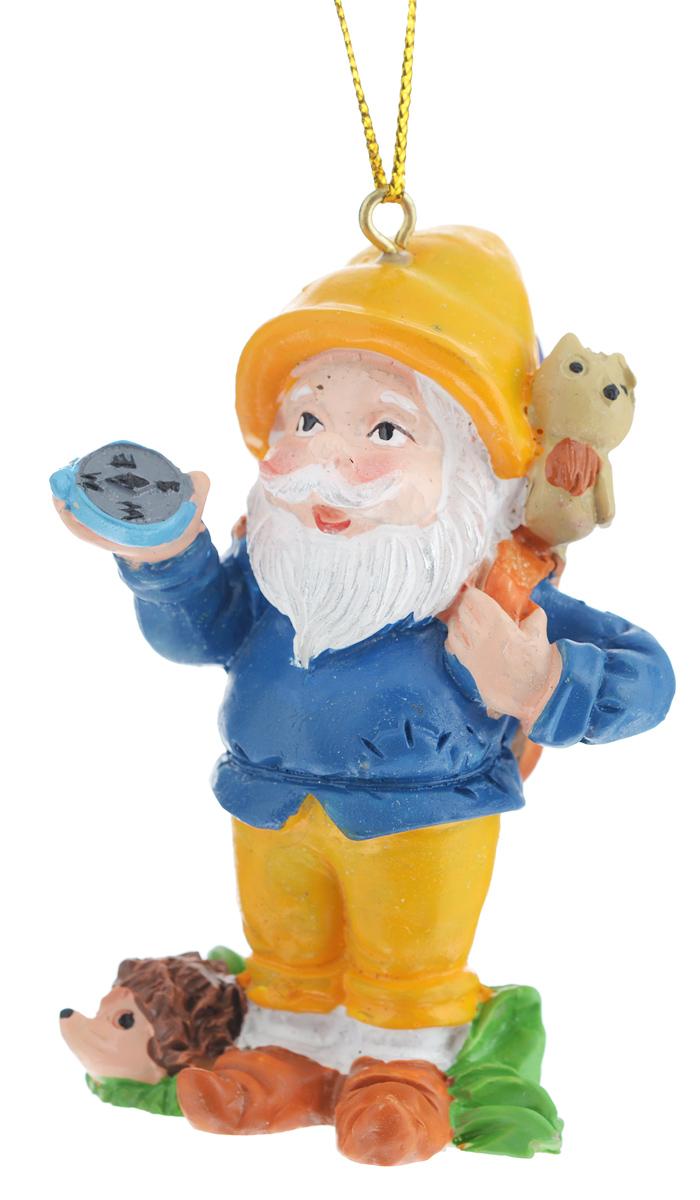 Новогоднее подвесное украшение Феникс-презент Гном-путешественник38980Новогоднее украшение Феникс-презент Гном-путешественник, изготовленное из высококачественногополирезина, прекрасно подойдет для праздничного декора дома иновогодней ели. С помощьюспециальной текстильной петельки его можно повесить в любомпонравившемся вам месте.Елочная игрушка - символ Нового года. Она несет в себе волшебство и красоту праздника.Создайте в своем доме атмосферу веселья и радости, украшая новогоднюю елку наряднымиигрушками, которые будут из года в год накапливать теплоту воспоминаний.