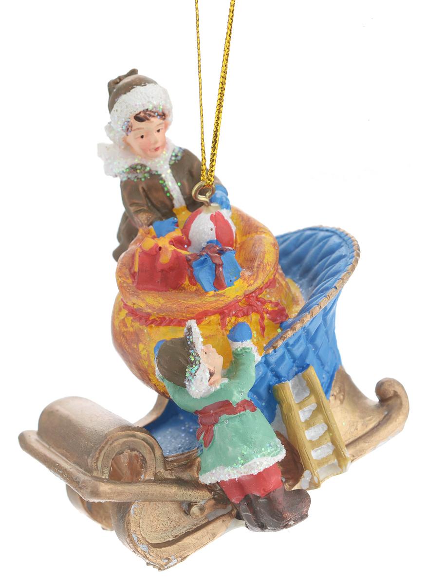 Новогоднее подвесное украшение Феникс-презент Дети и подарки38324Новогоднее украшение Феникс-презент Дети и подарки, изготовленное из высококачественногополирезина, прекрасно подойдет для праздничного декора дома иновогодней ели. С помощьюспециальной текстильной петельки его можно повесить в любомпонравившемся вам месте.Елочная игрушка - символ Нового года. Она несет в себе волшебство и красоту праздника.Создайте в своем доме атмосферу веселья и радости, украшая новогоднюю елку наряднымиигрушками, которые будут из года в год накапливать теплоту воспоминаний.