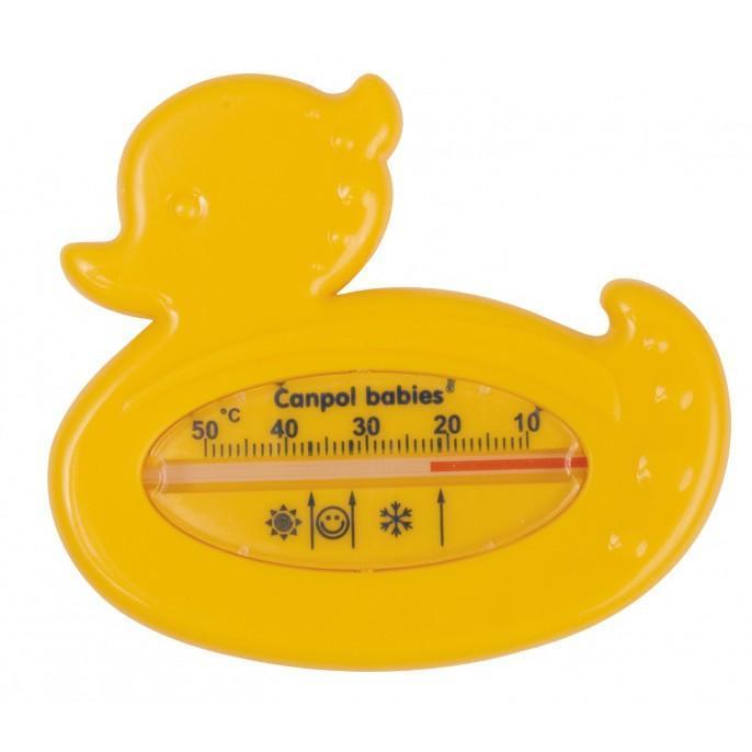 Термометр для воды — незаменим во время купания малыша. Он позволит точно измерить температуру воды. Интересная форма и яркий цвет термометра будут веселить вашего ребенка во время купания. Правильная температура воды должна быть 37 градусов по Цельсию. На градуснике вы увидите специальные значки в виде солнышка, снежинки и личика ребенка – которые обозначают температуру воды ( вода слишком теплая, холодная и вода комфортной температуры).