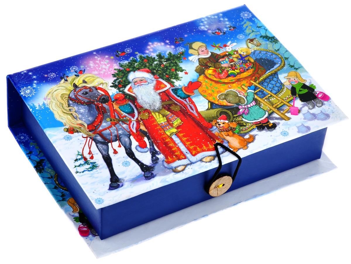 Подарочная коробка Феникс-Презент Дед Мороз с елкой, 18 х 12 х 5 см39261Подарочная коробка Феникс-Презент Дед Мороз с елкой выполнена из плотного картона. Крышка оформлена ярким изображением Деда Мороза и детишек с подарками. Коробка закрывается на пуговицу. Подарочная коробка - это наилучшее решение, если вы хотите порадовать ваших близких и создать праздничное настроение, ведь подарок, преподнесенный в оригинальной упаковке, всегда будет самым эффектным и запоминающимся. Окружите близких людей вниманием и заботой, вручив презент в нарядном, праздничном оформлении.