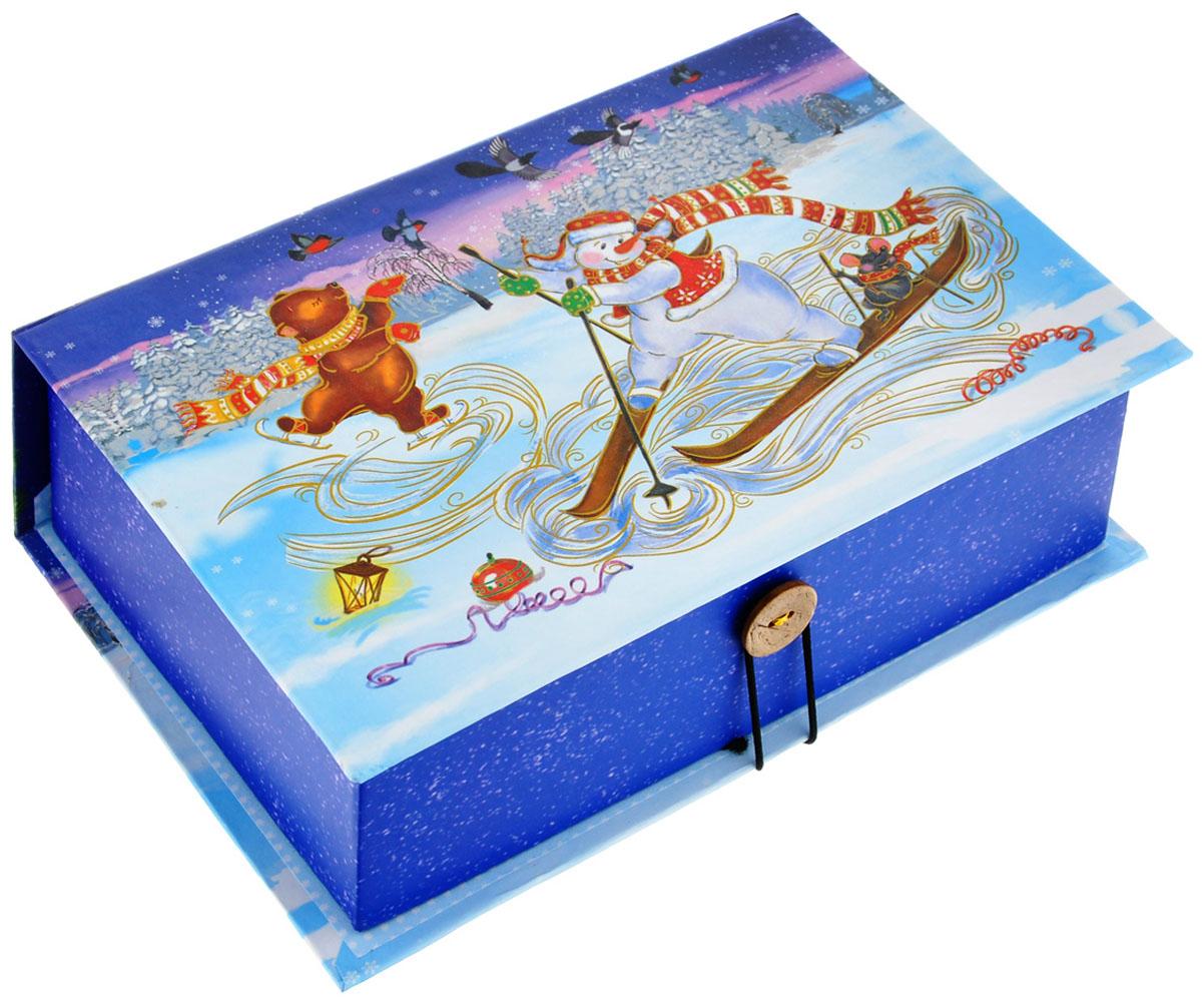 Подарочная коробка Феникс-Презент Снеговик на лыжах, 20 х 14 х 6 см39254Подарочная коробка Феникс-Презент Снеговик на лыжах выполнена из плотного картона. Крышка оформлена ярким изображением снеговика и лесных зверей. Коробка закрывается на пуговицу.Подарочная коробка - это наилучшее решение, если вы хотите порадовать ваших близких и создать праздничное настроение, ведь подарок, преподнесенный в оригинальной упаковке, всегда будет самым эффектным и запоминающимся. Окружите близких людей вниманием и заботой, вручив презент в нарядном, праздничном оформлении.