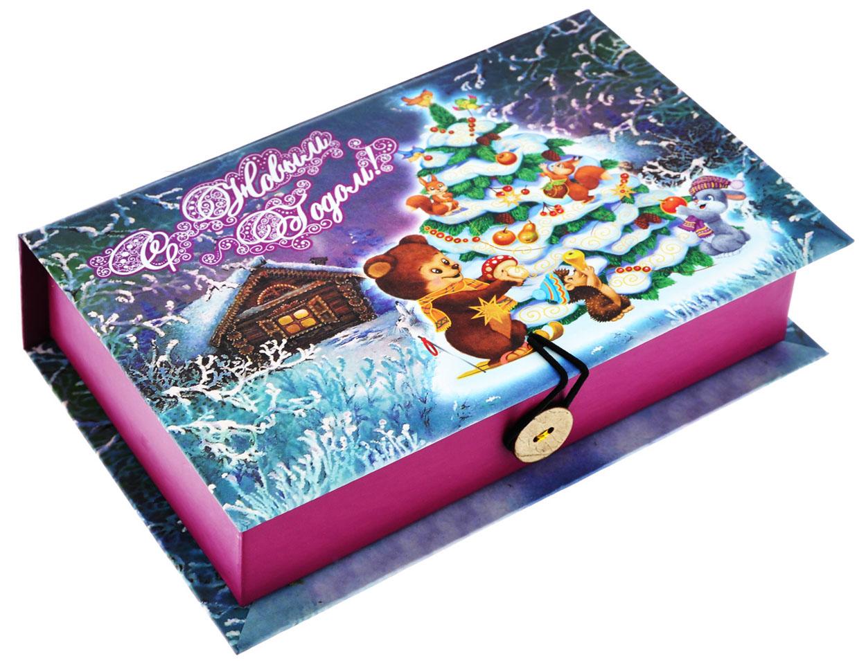 Подарочная коробка Феникс-Презент Нарядная елочка, 18 х 12 х 5 см39257Подарочная коробка Феникс-Презент Нарядная елочка выполнена из плотного картона. Крышка оформлена ярким изображением новогодней ели и лесных зверей. Коробка закрывается на пуговицу. Подарочная коробка - это наилучшее решение, если вы хотите порадовать ваших близких и создать праздничное настроение, ведь подарок, преподнесенный в оригинальной упаковке, всегда будет самым эффектным и запоминающимся. Окружите близких людей вниманием и заботой, вручив презент в нарядном, праздничном оформлении.