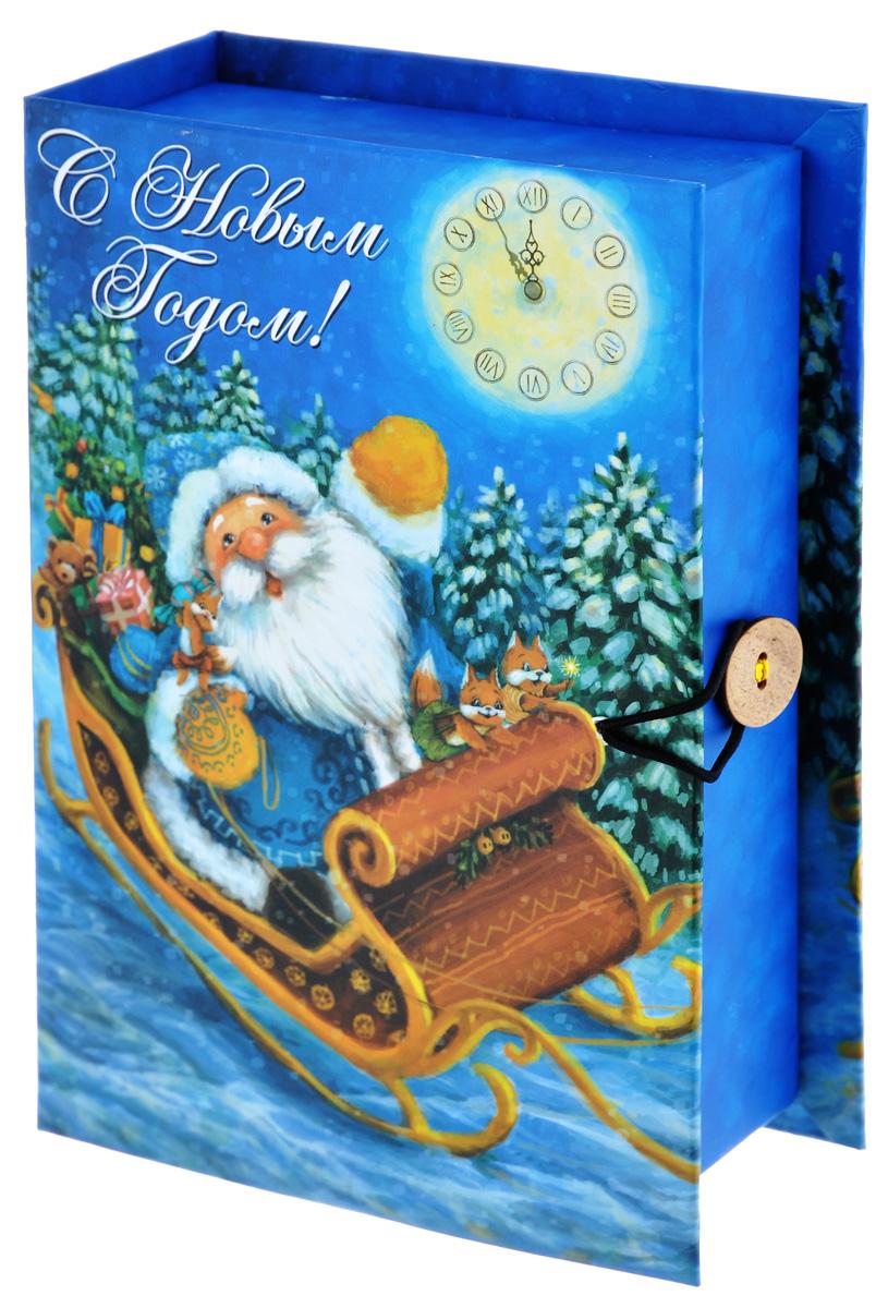 Подарочная коробка Феникс-Презент Дед Мороз в санях, 18 х 12 х 5 см39269Подарочная коробка Феникс-Презент Дед Мороз в санях, выполненная из плотного картона, закрывается на пуговицу. Крышка оформлена ярким изображением и надписью С Новым годом!.Подарочная коробка - это наилучшее решение, если вы хотите порадовать ваших близких и создать праздничное настроение, ведь подарок, преподнесенный в оригинальной упаковке, всегда будет самым эффектным и запоминающимся. Окружите близких людей вниманием и заботой, вручив презент в нарядном, праздничном оформлении.