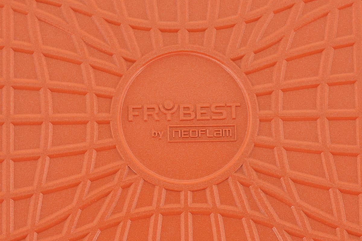 """Блинная сковорода Frybest """"Rainbow"""" изготовлена из литого алюминия с керамическим покрытием Ecolon Coating. Такое покрытие - новейший продукт, в производстве которого используются природные материалы (камень и песок). Особенности: - инновационное покрытие предохраняет пищу от пригорания, - возможность готовить без масла, - очень быстро разогревается, экономя электроэнергию и время, - высокая теплопроводность, - легко мыть, - не содержит вредных химических соединений, - чрезвычайная надежность и устойчивость к царапинам. Плоская форма сковороды идеальна для приготовления яичницы и блинов. Изделие оснащено бакелитовой ручкой с резиновым покрытием.Подходит для использования на газовых, стеклокерамических и электрических плитах. Не подходит для индукционных плит. Диаметр сковороды (по верхнему краю): 22 см.Высота стенки: 2 см.Толщина стенки: 4 мм.Толщина дна: 5 мм.Длина ручки: 21,5 см."""