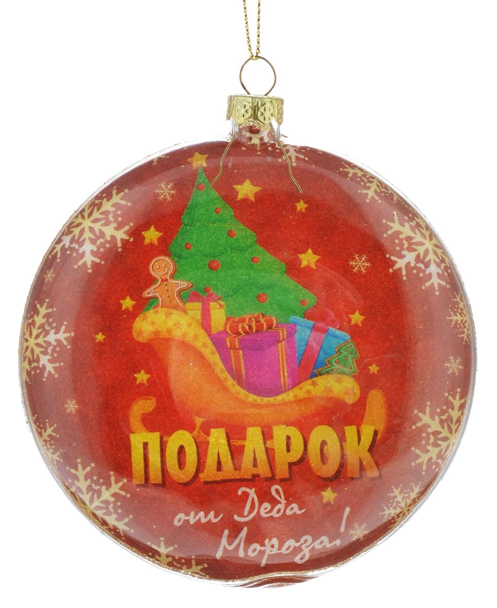 """Новогоднее подвесное украшение Sima-land """"Шар. Подарок от Деда Мороза!"""" выполнено из высококачественного стекла и оформлено изображением елки, саней с подарками и надписью """"Подарок от Деда Мороза!"""". Задняя сторона изделия декорирована блестками. С помощью специальной петельки украшение можно повесить в любом понравившемся вам  месте. Но, конечно, удачнее всего оно будет смотреться на праздничной елке.   Елочная игрушка - символ Нового года. Она несет в себе волшебство и  красоту праздника. Создайте в своем доме атмосферу веселья и радости, украшая  новогоднюю елку нарядными игрушками, которые будут из года в год накапливать  теплоту воспоминаний."""
