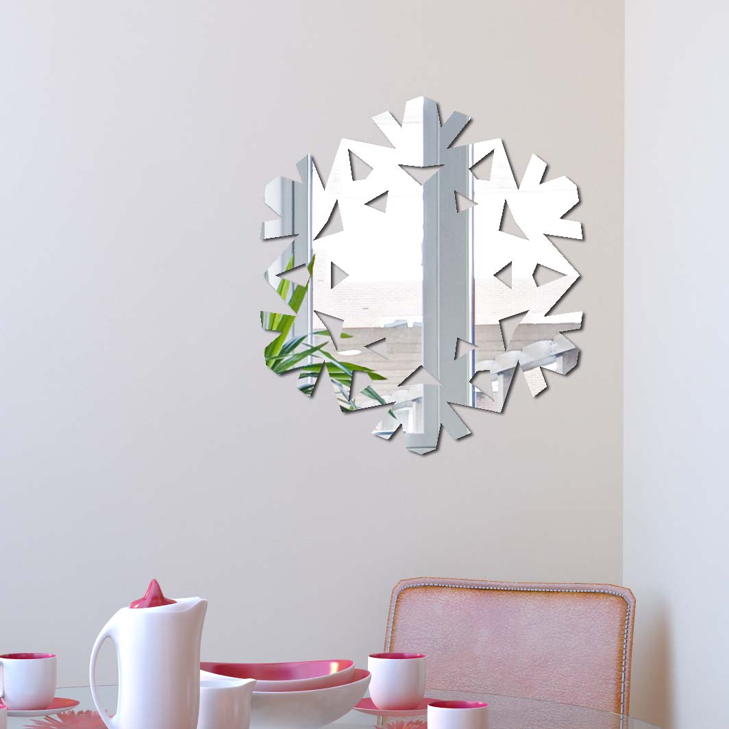 Декоративное зеркало Paris-Paris Снежинка, 29 см х 32 смПР01334Фигурное зеркало Paris-Paris - это яркий декоративный объект, по отражающим свойствам не уступающий классическому стеклянному зеркалу. Всегда разные в зависимости от того, где они располагаются, зеркала Paris-Paris каждый раз вступают в новый диалог с интерьером! Зеркало из гибкого органического стекла. Этот легкий и прочный материал по сравнению с обычным стеклом более устойчив к повреждениям и обеспечивает максимальный визуальный эффект. Крепится к стене при помощи специального двустороннего скотча входящего в комплект.Инструкция: Если вы уже выбрали место для вашего зеркала, весь процесс займет 3 минуты. Стена должна быть чистой и сухой. Снимите защитную пленку с клейкой ленты на обратной стороне зеркала; Разместите зеркало на стене; Аккуратно снимите с зеркала защитную пленку.