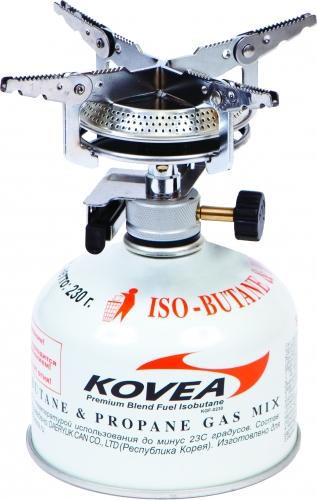 Газовая горелка Kovea KB-0408 Hiker Stove - популярная надежная газовая горелка с пьезоподжигом для широкого круга интересов.  Широкие раскладные лапки конфорки и самая большая в модельном ряду головка позволяют ставить на газовую горелку посуду большой  емкости и готовить пищу на несколько человек. Газовая горелка достаточно проста в эксплуатации, благодаря чему ее можно использовать и в  кемпинге, и на рыбалке.  Газовая горелка работает от газового баллона резьбового стандарта, но возможно и подсоединение к цанговому газовому баллону при помощи  адаптера со шлангом Cobra. Газовые баллоны приобретаются отдельно.  Комплектация: горелка, пластиковый кофр, инструкция по эксплуатации. Мощность: 2 кВт.  Топливо: газ.  Расход топлива: 148 г/ч.  Диаметр горелки: 15 см.  Вес: 232 г.  Размер в походном положении: 96 мм х 88 мм х 90 мм.