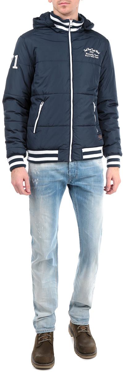 Куртка мужская Fresh Brand, цвет: темно-синий. H3 DF071 Night Blue. Размер L (50)H3 DF071 Night BlueУтепленная мужская куртка Fresh Brand подчеркнет вашу индивидуальность иобеспечит защиту от всевозможных погодных условий. Куртка со съемнымкапюшоном и воротником-стойкой застегивается на пластиковую застежку-молнию. Капюшон пристегивается также с помощью молнии. Горловина, манжетыи низ изделия дополнены эластичными трикотажными резинками, препятствующимипроникновению холодного воздуха. Спереди модель дополнена двумяпрорезными карманами, закрывающимися на застежки-молнии. С изнаночнойстороны имеется прорезной карман без застежки. Модель оформленадекоративными нашивками. Эта утепленная стильная куртка послужит отличным дополнением к вашемугардеробу!
